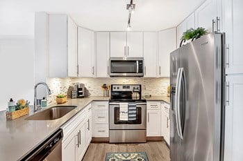 16185 NW 64Th Ave 1 Bed Apartment for Rent Photo Gallery 1